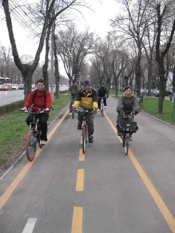 cu bicicleta la serviciu