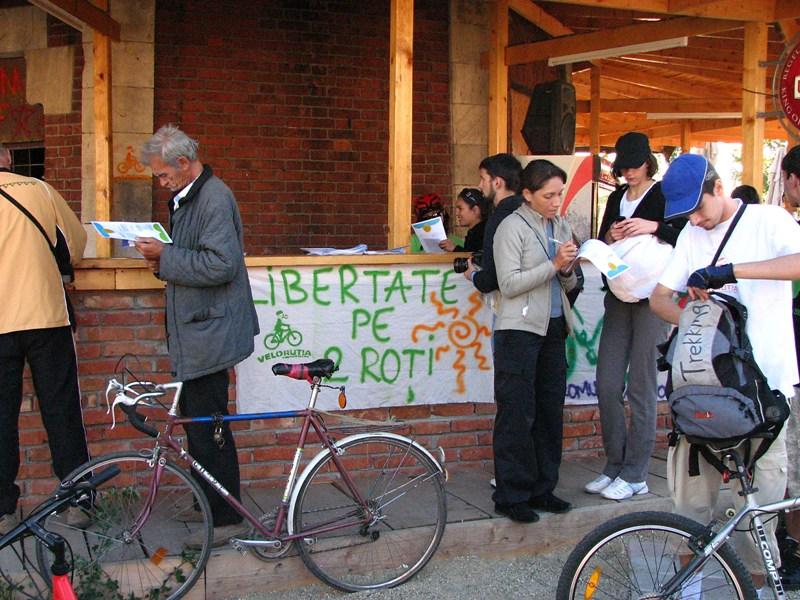 distributie de materiale info pro-bicicleta
