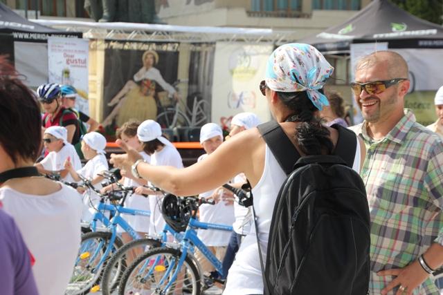 evenimente_pro_bicicleta_spectacol_coana_mita_biciclista_bate_saua