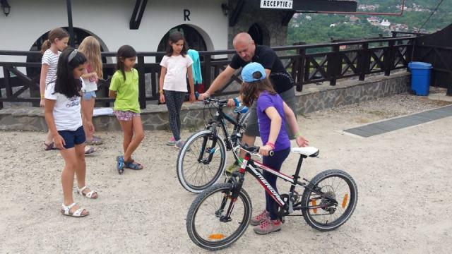 scoala_bate_saua_Cursuri_initiere_bicicleta_ciclism_copii