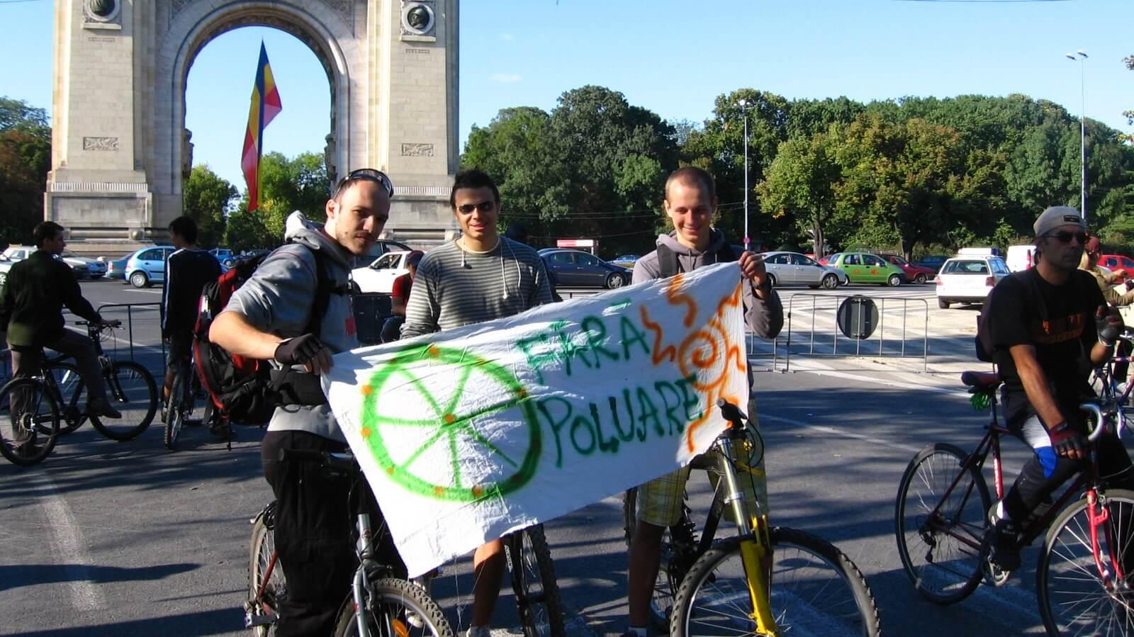 Protestul Biciclistilor organizat de asociatia BATE SAUA din 2007