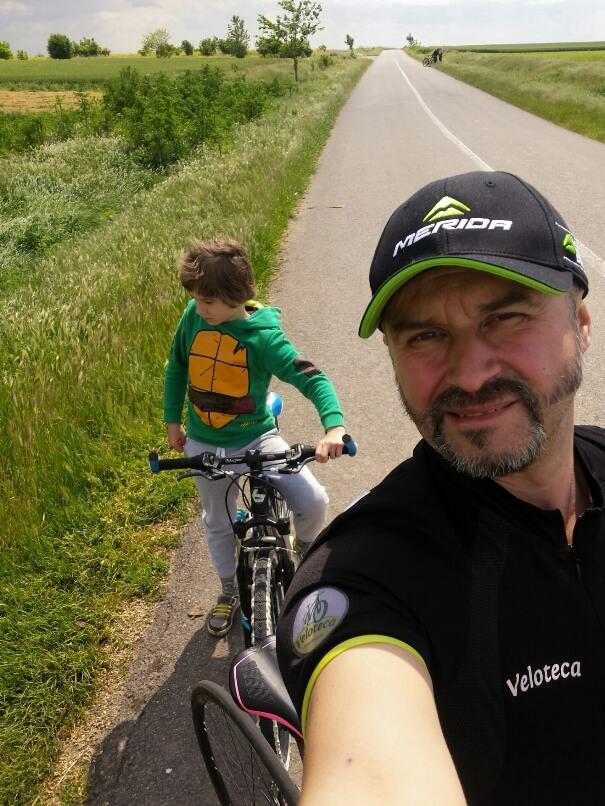 Turele lejere cu bicicletele îmbină relaxarea cu adrenalina