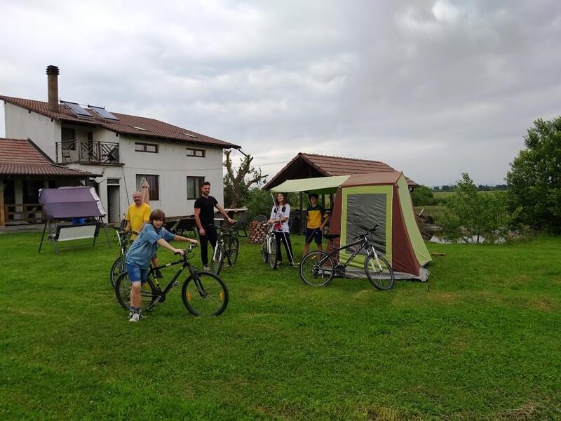 cu bicicletele la cort in tabara la Fagaras